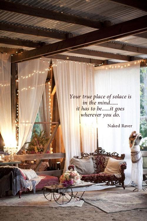 Wiite gordijnen, zacht licht (kerstlichtjes?), zachte witte stoffen (tapijt?), meubels ...  Your true place of solace.....  www.thenakedraver.com