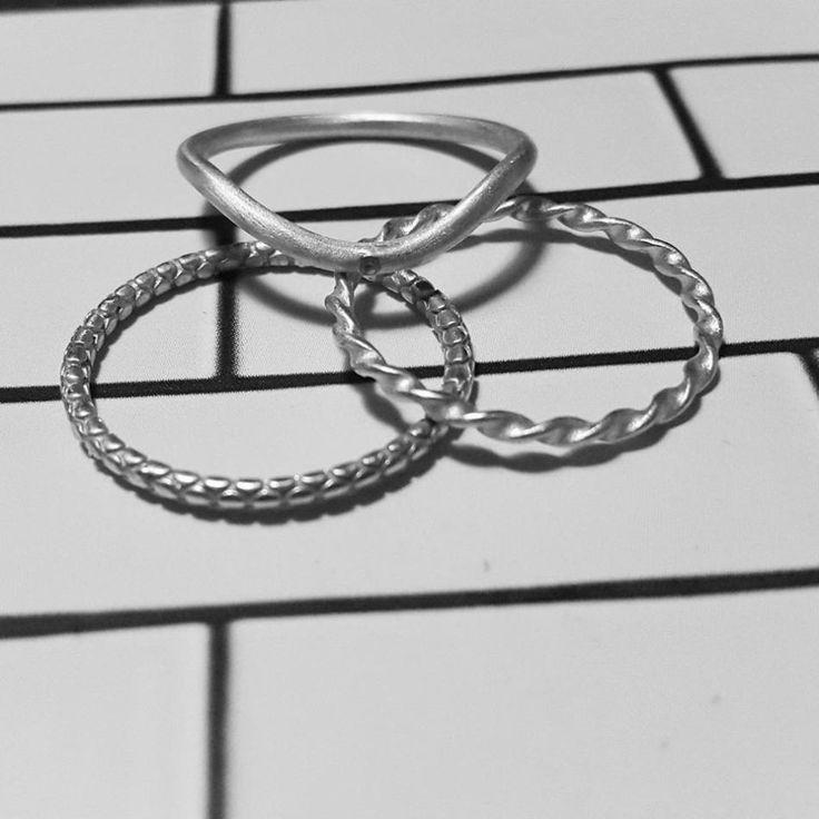 Black and white. #hvisk #hviskstyling #hviskstylist #hviskjewellery #newhviskstylist #hviskblackandwhite #smykker #jewellery