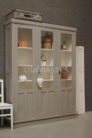 Stoere oude brocante vitrinekast- te koop bij: Old-BASICS - Webwinkel & grote loods vol unieke oude meubels en op maat gemaakte meubels www.old-basics.nl