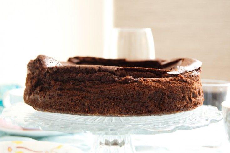 Een goddelijke chocoladebom: English mud pie - Culy.nl  100 GRAM BASTOGNEKOEKEN 220 GRAM BOTER 300 GRAM PURE CHOCOLADE 250 ML ROOM 250 GRAM BRUINE BASTERDSUIKER 5 EIEREN