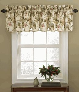 Napoli Scalloped valance is an elegant designed valance by Waverly. The Napoli Scalloped Valance is a 100% cotton valance with a large scale floral pattern on a Cameo or Expresso background. #Waverly #Valance
