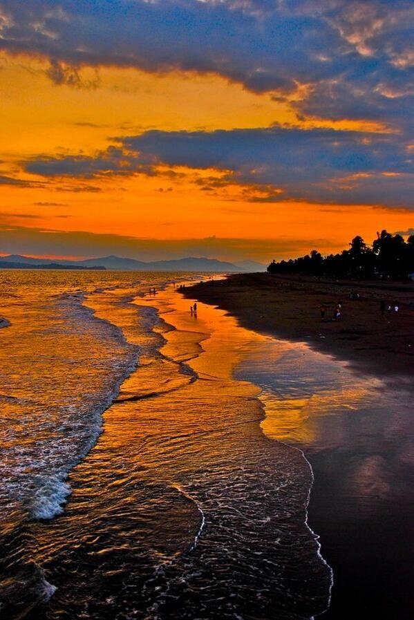 Costa Rica atardecer! Precioso mi país!