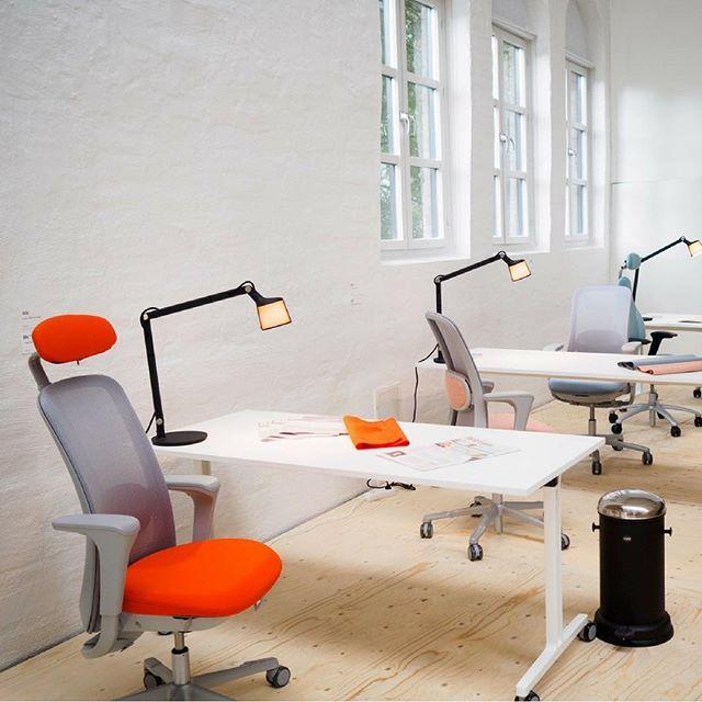 One month ago at @designerssaturday_oslo Flokk brand HÅG shows it's playful side with a range of colourful HÅG SoFi mesh options.  Chairs: HÅG | HÅG SoFi mesh Tables: RBM | RBM U-connect Lamps: @vipp | Desk lamp  #DesignersSaturdayOslo #InspireGreatWork #ScandinavianDesign #Scandinavian #Interiors #InteriorDesign #Office #Workplace #Furniture #Desks #Chairs