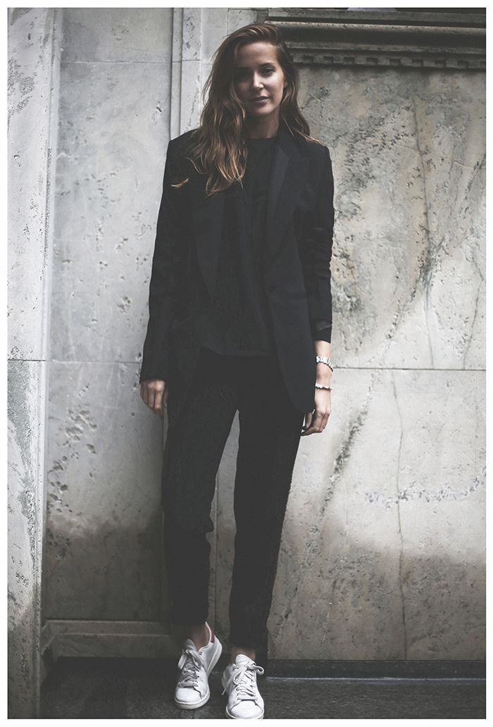 All black outfit with white trainers. | lacooletchic | Pinned from slufoot