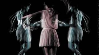 POLICA - Lay Your Cards Out (Official Music Video) -- So gut!