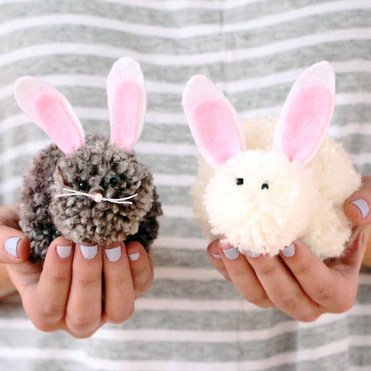 Make this playful Easter Bunny craft using yarn and the Clover Pom Pom Maker!