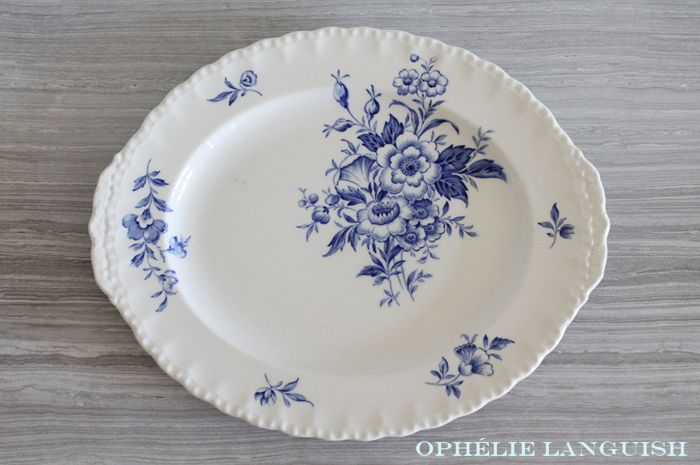 Rare Grindley Duval Cottage Chic Cream Coloured Oval Serving Platter with Blue Floral Motif and Fluted Edges - Made in England available at Ophélie Languish.   home, living, kitchen, dining, serveware, platter, cottage chic, grindley, duval, england, blue floral, fluted, rare, collectible, replacement china