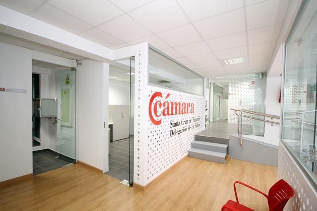 Representantes del Gobierno autonómico y estatal, Cámara y Cabildo inauguran la Ventanilla Única Empresarial en La Palma, donde se podrá crear una empresa en apenas una hora - Cámara de Comercio de Santa Cruz de Tenerife