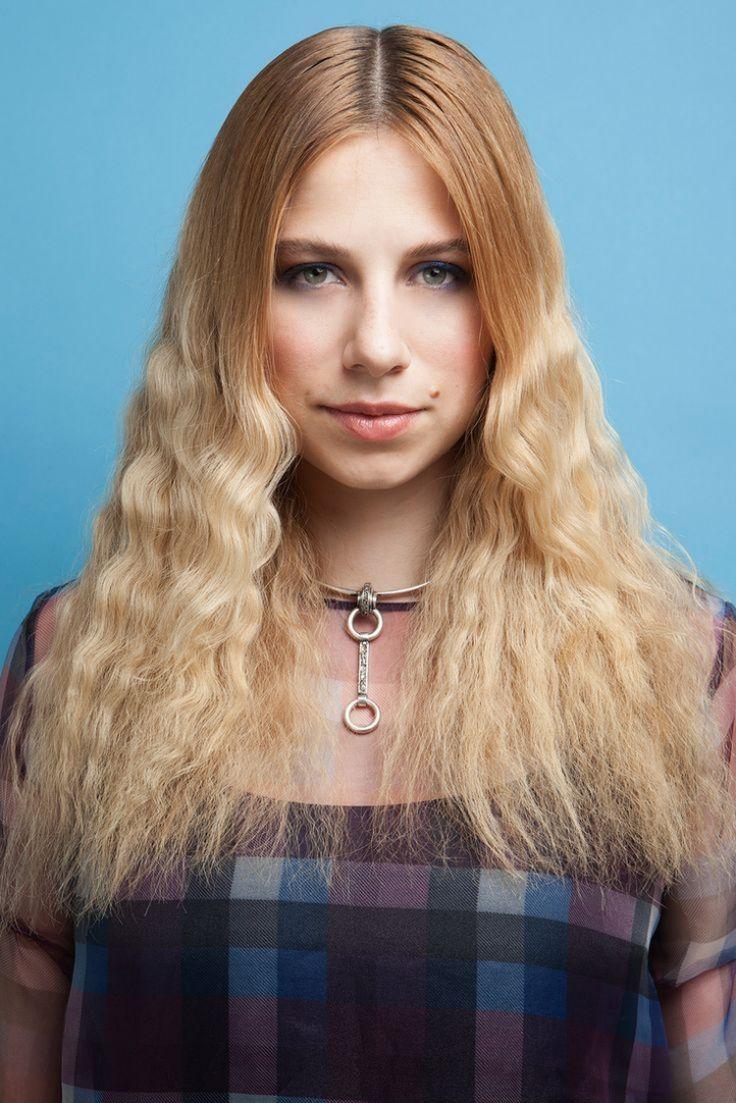 80er-frisuren-lange-haare-crimpen-blond-mittelscheitel-