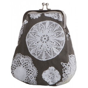 The small Tiinu purses are made of a German army laundry bags by Globe Hope.
