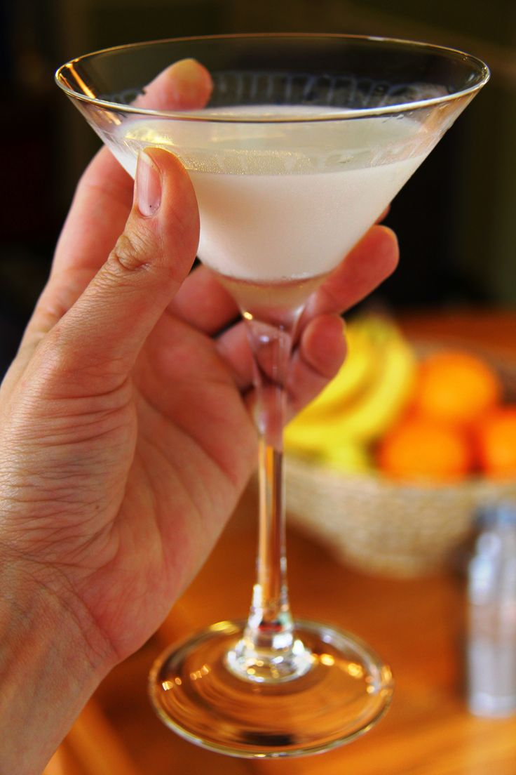 Looking for the perfect holiday cocktail treat? Try our White Chocolate Coconut Martini. It's decadence in a martini glass!  | Sumptuous Living | http://sumptuousliving.net/cocktail-friday-white-chocolate-coconut-martini/