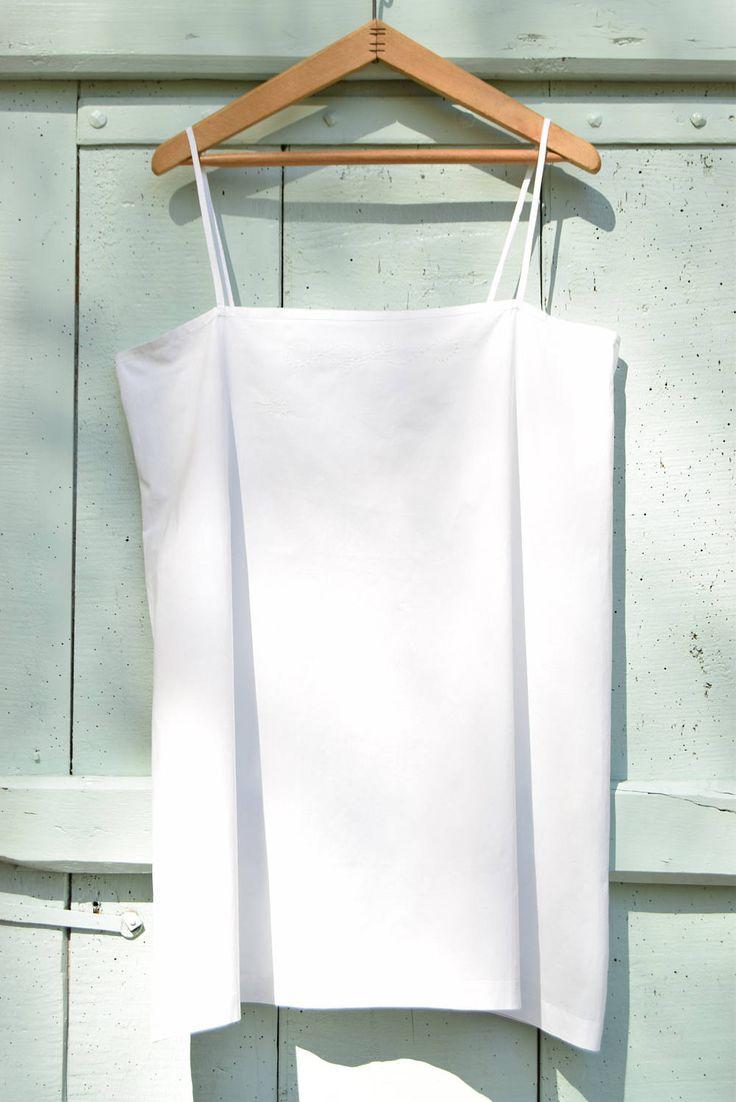 Nuisette, chemise de nuit à bretelles / France / Cousu main / Coton léger / Taille 44 de la boutique AuPresDeMontToi sur Etsy
