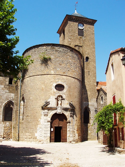 Ste Eulalie de Cernon, a former Knights Templar Commanderie - Fortified church on Place du Commandeur