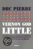 Recensie (★★★☆☆) van D.B.C. Pierre - Vernon God Little | Podium 2003, 302 bladzijden | Als een 15-jarige Amerikaanse schooljongen wordt verdacht van medeplichtigheid aan moord kan hij zich niet verdedigen, vlucht en laadt daardoor meer verdenking op zich. | http://www.ikvindlezenleuk.nl/2013/04/dbc-pierre-vernon-god-little.html