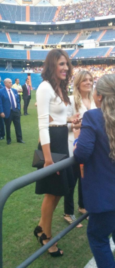 La femme de James Rodriguez, Daniela Ospina, a aussi attiré les regards - http://www.actusports.fr/113491/la-femme-de-james-rodriguez-daniela-ospina-a-aussi-attire-les-regards/