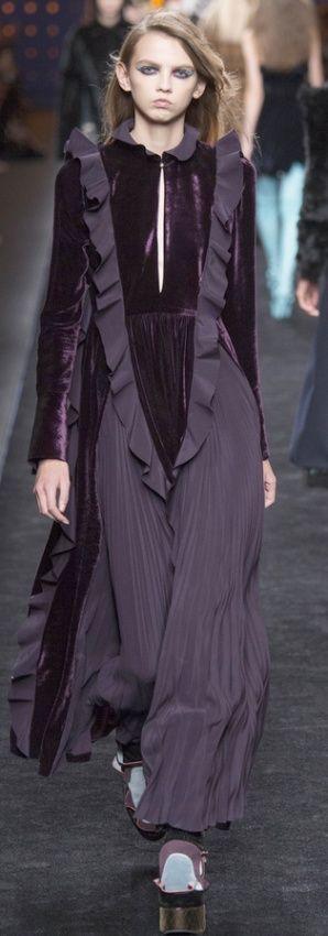 лиловое платье для полных женщин - макси с бархатными вставками и воланами