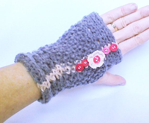 Hey, I found this really awesome Etsy listing at https://www.etsy.com/listing/175796004/knit-gloves-light-grey-mittens