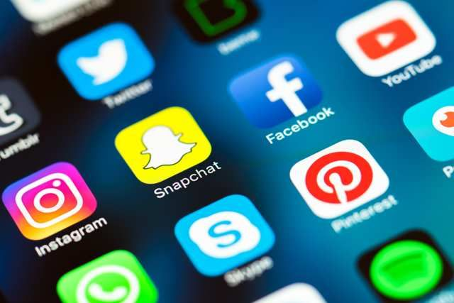 Près d'un tiers des internautes français sont sur Snapchat et Instagram