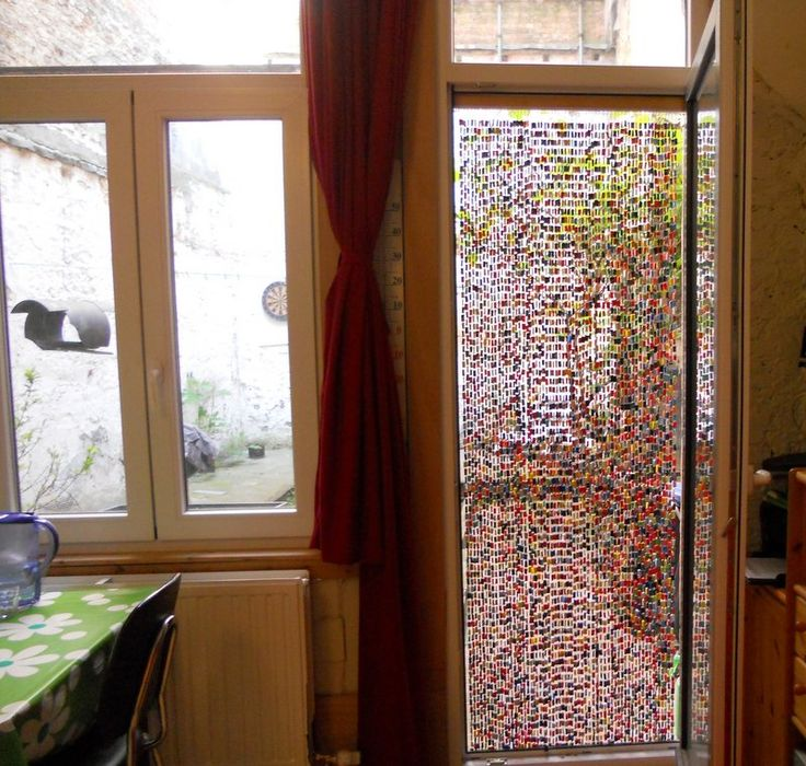 Fliegenvorhang aus plastiktüten und Büroklammern