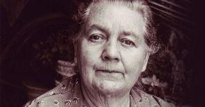 Vlastnila dva doktoráty a byla 6krát nominována na Nobelovu cenu. Její největší objev v roce 1951 představuje lék na rakovinu.