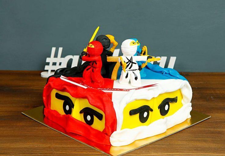 """Детский торт """"Герои Ниндзяго""""  Лего – самый красочный конструктор с очень  интересной историей☝️ Он помогает ребенку проявлять свои знания, учиться новому и креативно подходить ко всем новым задачам! Торт, изготовленный нашей командой, несомненно понравится каждому, кто знает толк в аккуратных, ярких, точных, а главное – вкусных деталях  Изготовление тортика как на фото возможно от 2-х кг всего за 2350₽/кг. Стоимость изготовления первой #фигуркиизмастики героя лего всего 200₽. Стоимость…"""