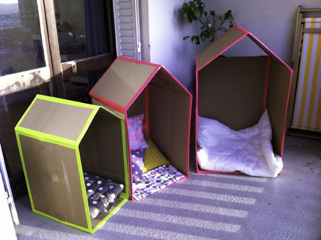 Cabanes en carton avec touche fluo