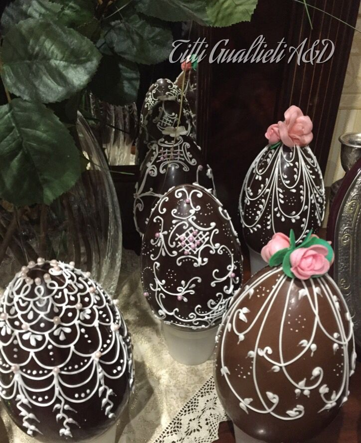 Uova di Pasqua al cioccolato e ghiaccia reale, chocolate easter egg in royal icing- Fabergé Art