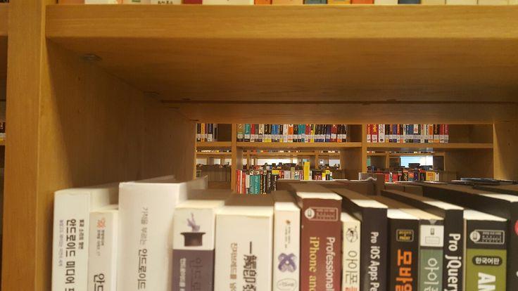 #도서관 반복적인 형태