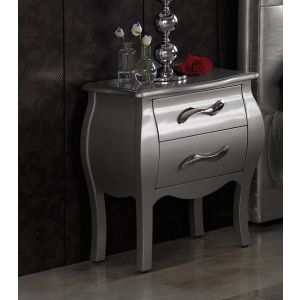 Nattbord i tre med to skuffer og overflate i sølv og dekorativt håndtak i blank stål.  $3,390.00