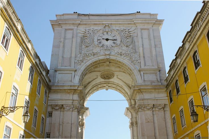 Arco do Triumfo viewpoint in Praça do Comércio