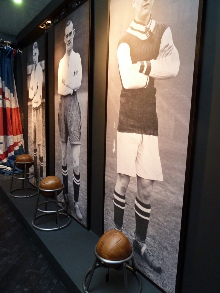 https://i.pinimg.com/736x/98/c8/34/98c8342621032d633324a39c57ea436e--soccer-store-display-ideas.jpg