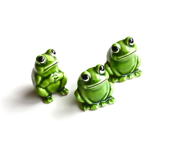 Ribbit Times 3  Vintage Ceramic Frogs Made in Japan by becaruns, $12.50