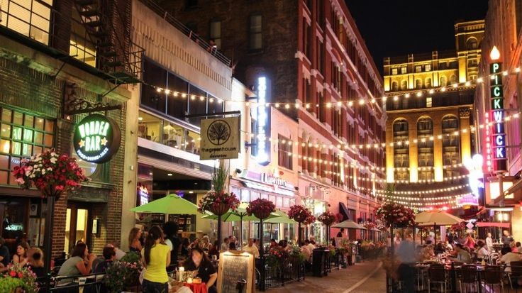 East 4th Street in Cleveland, OH uses light as a means of defining a space for pause. During the day, the street accommodates pedestrian traffic. At night, tables are brought out for restaurant seating.
