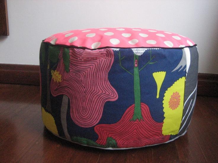 BENCKE Pouff. Neon pink polka-dots