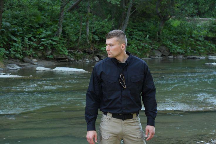 Čierna košeľa DEFENDER od firmy Helikon-Tex. http://www.armyoriginal.sk/1745/127746/kosela-dlha-defender-cierna-helikon.html