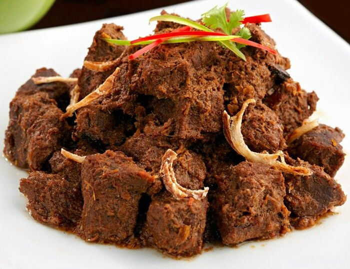 Yg bikin saya makin cinta indonesia adalah,Rendang atau randang adalah masakan daging bercita rasa pedas yang menggunakan campuran dari berbagai bumbu dan rempah-rempah. Masakan ini dihasilkan dari proses memasak yang dipanaskan berulang-ulang dengan santan kelapa. Proses memasaknya memakan waktu berjam-jam (biasanya sekitar empat jam) hingga kering dan berwarna hitam pekat. Dalam suhu ruangan, rendang dapat bertahan hingga berminggu-minggu. Rendang yang dimasak dalam waktu yang lebih…