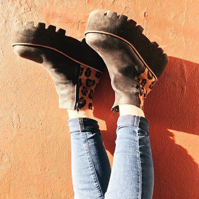 Ahora que volvió con todo el frío ❄️ sacamos los zapatos de @sofidegrecia a pasear  . . .  #shoes #sofiadegrecia #rihanna #boots #fashionblogger #trend #fashion #bloggerargentina #bblogger #print #winter