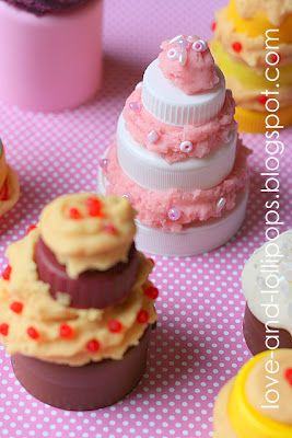 Make mini cakes out of bottle caps, playdough, and beads (by Love and Lollipops)