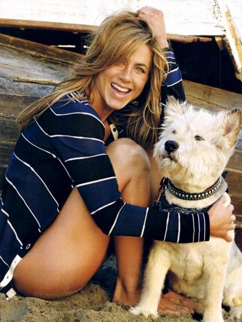 """J'adore le style """"the girl next door"""" de Jennifer Aniston! Toujours le look relaxe parfait."""