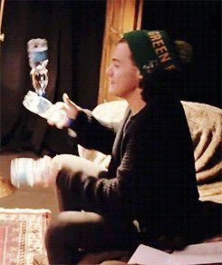 Sometimes I forget that Harry can actually juggle. @starrybeauty