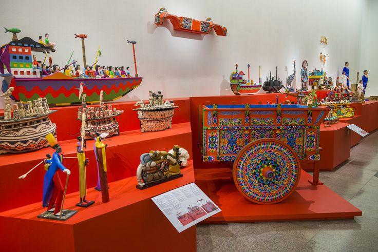 Madera, papel y otros materiales presentes en la exposición: Grandes Maestros del Arte Popular de Iberoamérica, hasta el 27 de septiembre en Centro Cultural La Moneda.
