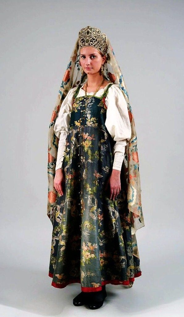 Festive costume of an unmarried girl from the Northern provinces. Russia, 19th century. Authentic specimen from the State Russian Museum