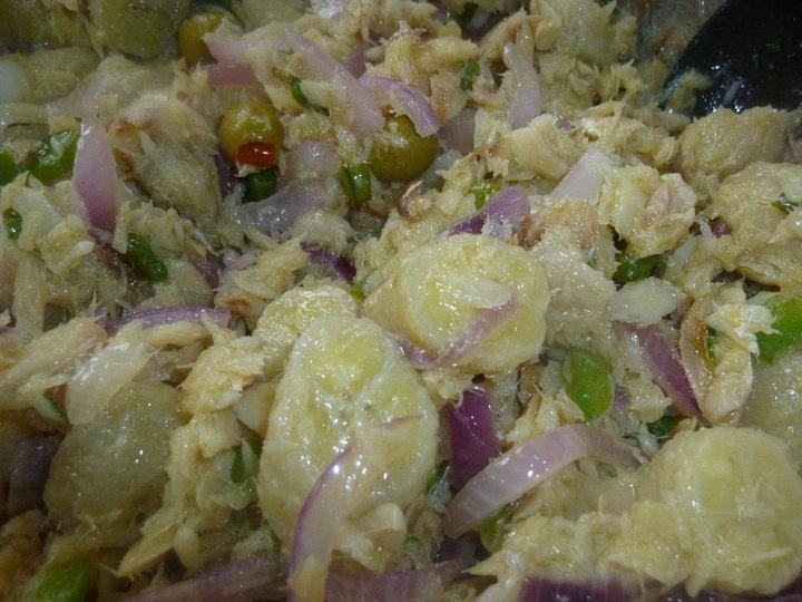 Ensalada de bacalao con guineos pr kitchen entrees - Bacalao con garbanzos y patatas ...