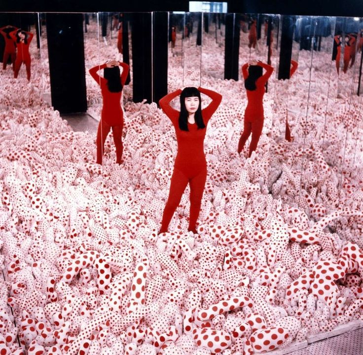 How Yayoi Kusama Invented The Selfie-Friendly Art Show