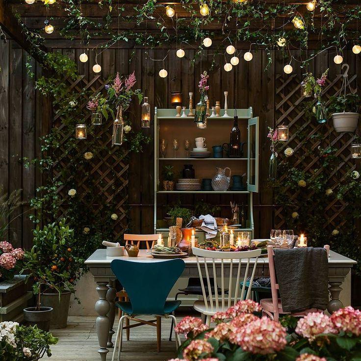 Zakochalismy się w tej aranżacji ogrodu  #wogrodzienajlepiej #garden #gardenideas #lights #flower #flowerinspiration #ogród #beautyful #jestpieknie