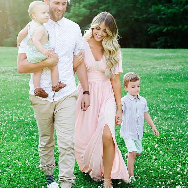 Best 25 Spring Family Pictures Ideas On Pinterest Family Portraits Outdoor Family Portraits