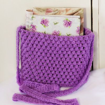 Easy Tote Bag Crochet Pattern - this would be a great project for Ashley to help me with or she could just make one form me in a color that is more my style for Mother's Day....hum...I bet Grandma Joy would like one too.