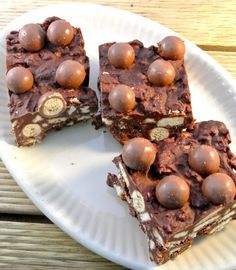 malteser cake  Requirements:    100g maltesers  100 grams of milk chocolate  100 grams of dark chocolate  100 grams of butter  3 tablespoons maple syrup (eg available from C1000) or other syrup  100-120 grams of biscuits (in Dutch, but simple to follow with pictures)