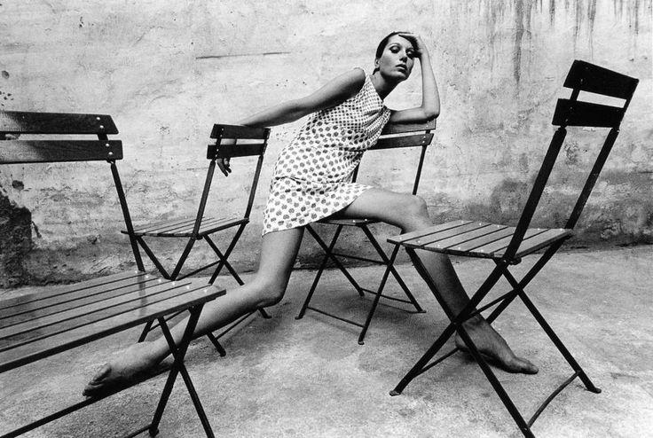 1966, La modelo y diseñadora de joyas Elsa Peretti en Tifanny´s.