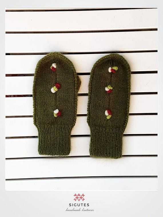 Hey, I found this really awesome Etsy listing at https://www.etsy.com/listing/547104710/hand-knitted-green-mittens-three-berry